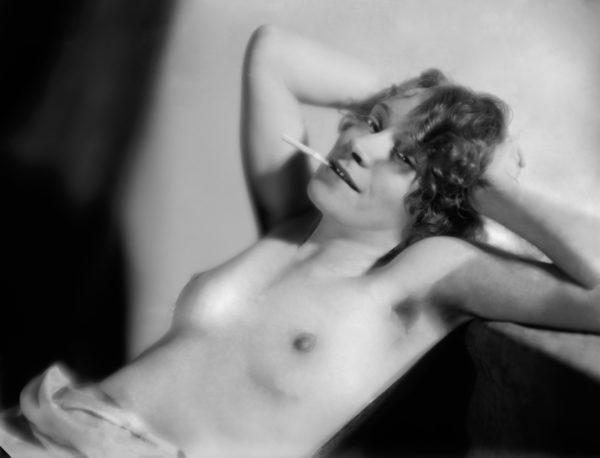 Emmi Fock: Tupakoiva nainen (1930-luku)
